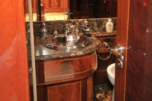 80' Mangusta 80 2003 Master Bath