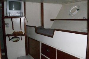 86' Feadship Classic Canoe Stern 1964 Crew accommodations