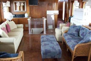 86' Feadship Classic Canoe Stern 1964 Main salon facing forward