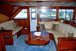 74' Infinity Cockpit Motor Yacht 2001 Salon View 4