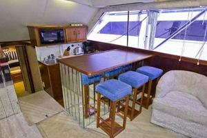 48' Ocean Super Sport 1988 Galley/Salon Bar