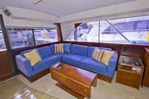 48' Ocean Super Sport 1988 Salon Sofa
