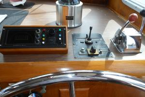 57' Wellington Pilothouse 1989 Inside helm