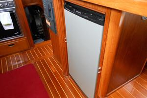 57' Wellington Pilothouse 1989 12v drink refridgerator