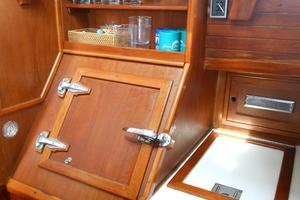 57' Wellington Pilothouse 1989 Large capacity refrigeration - freezor