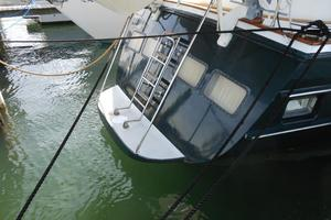 57' Wellington Pilothouse 1989 Swim platform
