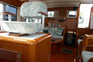57' Wellington Pilothouse 1989 inside watch keeping chair