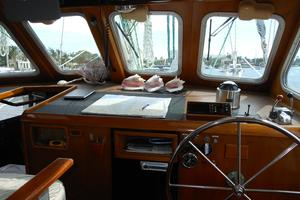 57' Wellington Pilothouse 1989 View from inside helm
