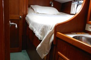 57' Wellington Pilothouse 1989 Port guest stateroom double