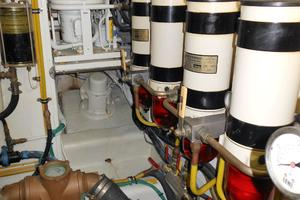 58' Symbol 58 Pilothouse 2006 Racor dual fuel filters - main engine