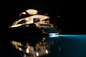 68' Lazzara 68 Pilothouse Motoryacht 2005 Night time glow
