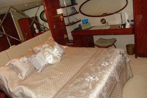 68' Lazzara 68 Pilothouse Motoryacht 2005 Master stateroom