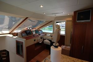 68' Lazzara 68 Pilothouse Motoryacht 2005 Lower helm station