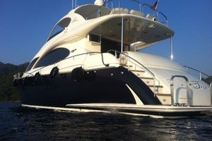 68' Lazzara 68 Pilothouse Motoryacht 2005 Port aft with new hull paint