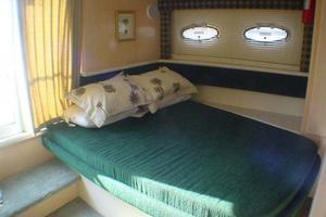 40' Carver 404 Cockpit Motor Yacht 1999 Master stateroom