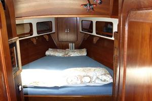 47' Gulfstar 47 Sailmaster 1979 VIP stateroom