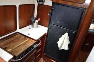 47' Gulfstar 47 Sailmaster 1979 Galley fwd