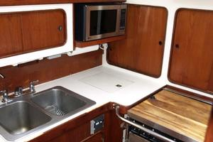 47' Gulfstar 47 Sailmaster 1979 Galley