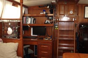 47' Gulfstar 47 Sailmaster 1979 Main salon aft