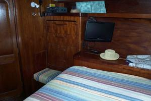 47' Gulfstar 47 Sailmaster 1979 Master stateroom 4