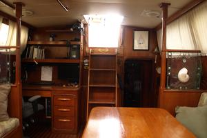 47' Gulfstar 47 Sailmaster 1979 Main salon aft