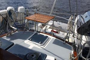 47' Gulfstar 47 Sailmaster 1979 Aft deck table