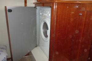 45' Doral Alegria 2006 Washer / dryer combo