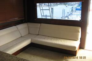 55' Hatteras Convertible 1985 Salon Couch