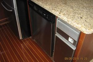 55' Hatteras Convertible 1985 Dishwasher