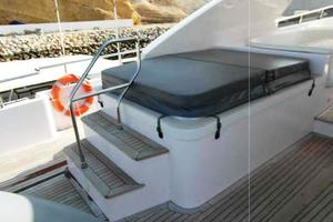 105' Majesty Yachts 105 2014 Flybridge Jacuzzi