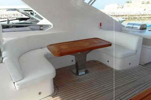 105' Majesty Yachts 105 2014 Flybridge Seating
