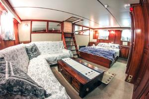 88' Torpoint Steel Boats Motor Yacht 1985 Master suite