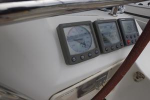 42' Jeanneau Sun Odyssey 42 Ds 2009 Starboard side helm electronics