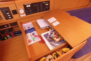 42' Jeanneau Sun Odyssey 42 Ds 2009 Chart Table Storage
