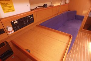 42' Jeanneau Sun Odyssey 42 Ds 2009 Looking fwd from Navstation