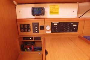 42' Jeanneau Sun Odyssey 42 Ds 2009 Chart Table