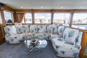 112' Benetti Custom Lloyds M.Y. 1983 salon sofa