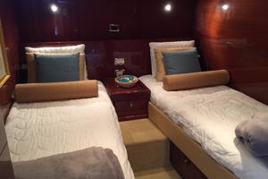 54' Savannah Hinckley Express Cruiser 2008 Guest Stateroom