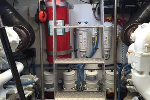 54' Savannah Hinckley Express Cruiser 2008 Engine Room