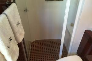 54' Savannah Hinckley Express Cruiser 2008 Guest Stall Shower