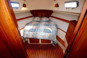 38' Island Packet 380 2003 Centerline queen berth