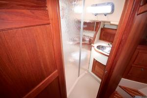 38' Island Packet 380 2003 Enclosed shower