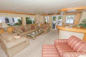 102' Crescent Motor Yacht 1991 Main Salon