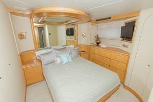 102' Crescent Motor Yacht 1991 Guest Stateroom Port