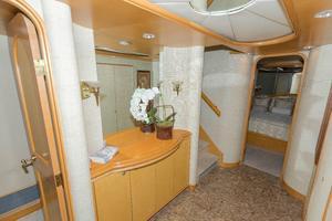 102' Crescent Motor Yacht 1991 Companionway