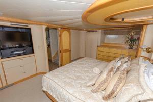 102' Crescent Motor Yacht 1991 Master Stateroom