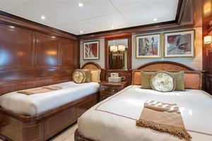180' Newcastle 5500 Series 2011 Guest Stateroom 2