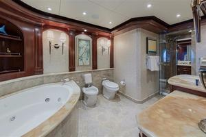180' Newcastle 5500 Series 2011 Main Deck Master Bath