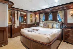 180' Newcastle 5500 Series 2011 VIP Stateroom 2