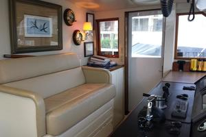 74' Hatteras Series 60 Cpmy 1988 Flybridge Seating